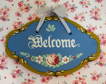 Darling Old Wood Welcome Sign Pink Rose w Blue Background & Ribbon Hanger T34