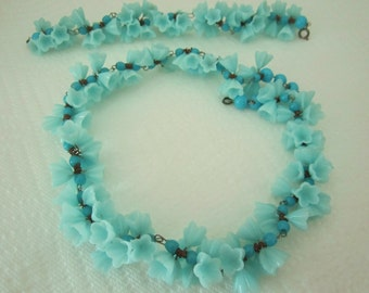 Vintage glass flower garland necklace and bracelet aqua. aqua necklace. floral necklace. flower jewelry.