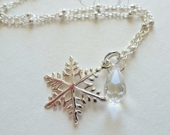 Snowflake Necklace / Sterling Silver / Ice Crystal / Winter Wonderland / Frost / SimplyJoli