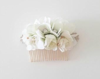 White Bridal Hair Comb - Floral Hair Comb - Silk flower Accessories - Hair Fascinator - Weddings - bridesmaids haircomb