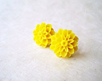 Yellow Stud Earrings, Flower Earrings, Yellow Chrysanthemum, Big Stud Earrings, Sunflower Earrings, Resin Flower Jewelry, Cute Stud Earrings