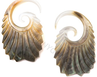 6G Pair Black & Gold Mother of Pearl Double Feathered Gauged Earring Plugs Organic Piercing Jewelry 6 gauge