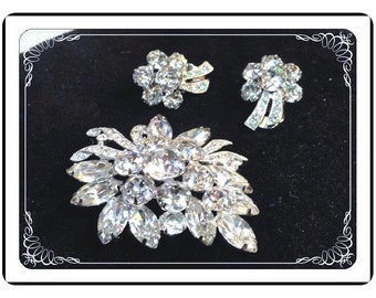 Weisner Brooch Set - Vintage Clear Ice Crystal Rhinestones -  Flower Brooch & Earring Set by Weisner - Demi-1007a-051713000
