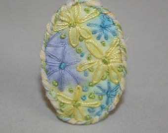 Embroidered Painted  Brooch - Posy of Daisies - Lemon and lavender - painted and stitched by Lynwoodcrafts
