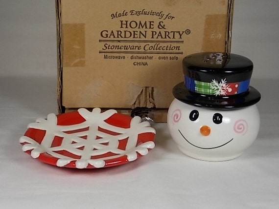 Items Similar To 1992 Holiday Snowman Salt And Pepper