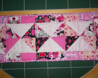 ValentineTable Runner/ Quilt/ Valentine Decor/ Table Runner/