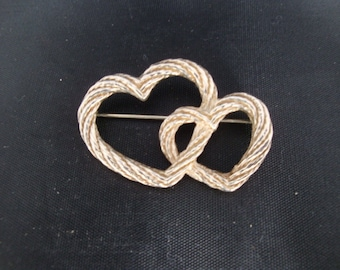 Gold plated Heavy Cast twisted rope entwined hearts brooch.