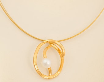 Hand made Silver gold plated pendant with fresh water pearl