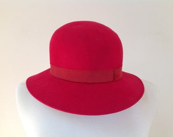 CHANEL Vintage Bright Red Wool Felt Hat