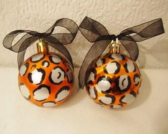 Conjunto 6 bolas de Navidad estampado leopardo con lazo pintado a mano tamaño medio. Hand painted christmas balls leopard print medium size