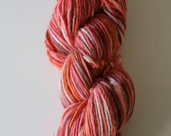 lambswool 100%, 100 gram, 190 meter, wool hand dyedhand , 1 skein orange tones, red, pink, rose