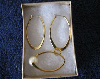 Women's Goldtone Earrings and Matching Pendant  Giftboxed CL30-16
