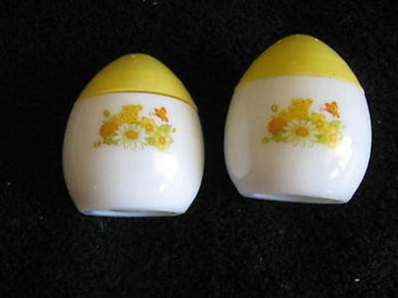 Avon egg shaped salt pepper shakers collectible white - Egg shaped salt and pepper shakers ...