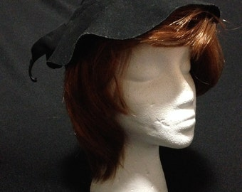 Vintage 1930's Couture Ladies Knowl Felt Black Hat (signed)    (LDT1)