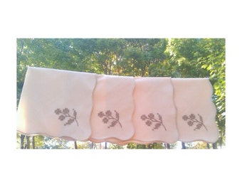 Vintage Cloth Napkins -Set of 4- Scalloped Edge -Cream and Brown- Leaf/Flower Design