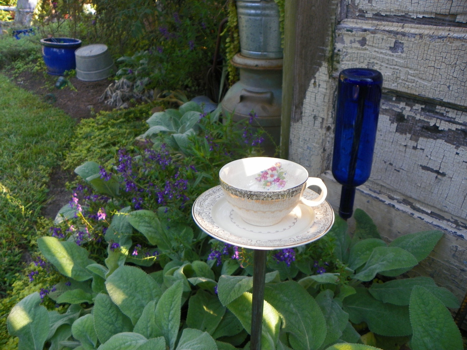 Bird feeder tea cup upcycled garden decor by jejepoppysshed for Upcycled yard decor