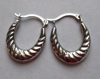 14 K. Vantage gold earrings small hoops