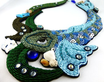 Aquarius - opulent necklace of tiny pearls