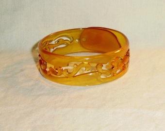 1930's Pierced Applejuice Plastic Bangle Bracelet