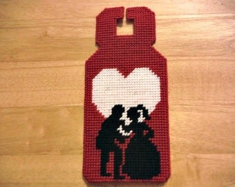 Plastic Canvas Door Hanger Love Silhouette Couple, Needlepoint, Handmade, Holidays gift, Valentines Day gift,  Valentines Day Decor