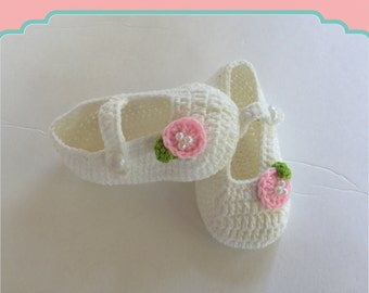 SALE-Crochet Baby Shoe - Baby Booties - Hand Made ,Mary Janes shoe- Ready To  Ship
