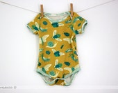 Baby organic cotton onesie / bodysuit with short sleeves