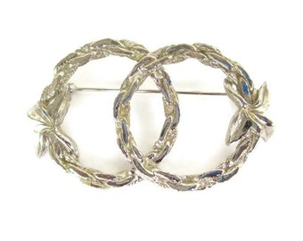 Vintage Silvertone Chain Link Double Interlocking Wreath Pin
