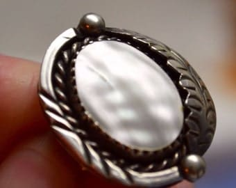 Lovely Vintage Southwestern Ladies' Ring in Silver