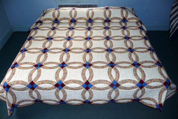 traditional amish wedding ring quilt by