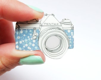 BlueRetro floral camera brooch