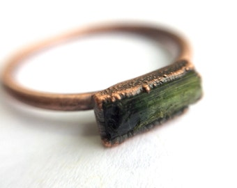 Green tourmaline ring | Raw tourmaline ring | Electroformed tourmaline ring | Raw stone ring | Raw gemstone ring | Tourmaline crystal ring