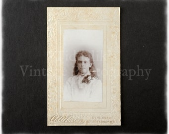 Carte de Visite CDV Photograph of a Young Woman