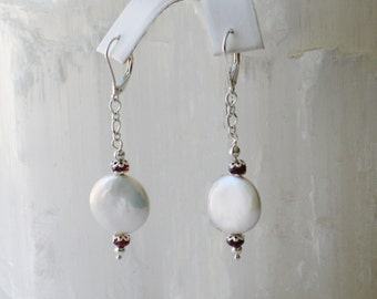 PB2- Charm of freshwater pearls with natural garnet