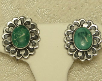Pretty vintage Southwestern old pawn green turquoise flower form sterling silver screw back earrings