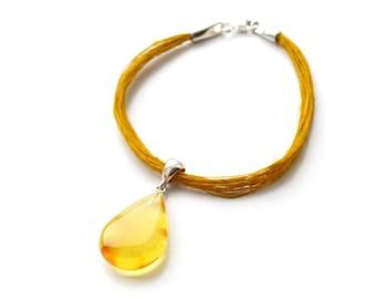 Yellow amber pendant bracelet with linen cord, Baltic amber bracelet with yellow teardrop pendant, Baltic amber with linen, unique, 4572