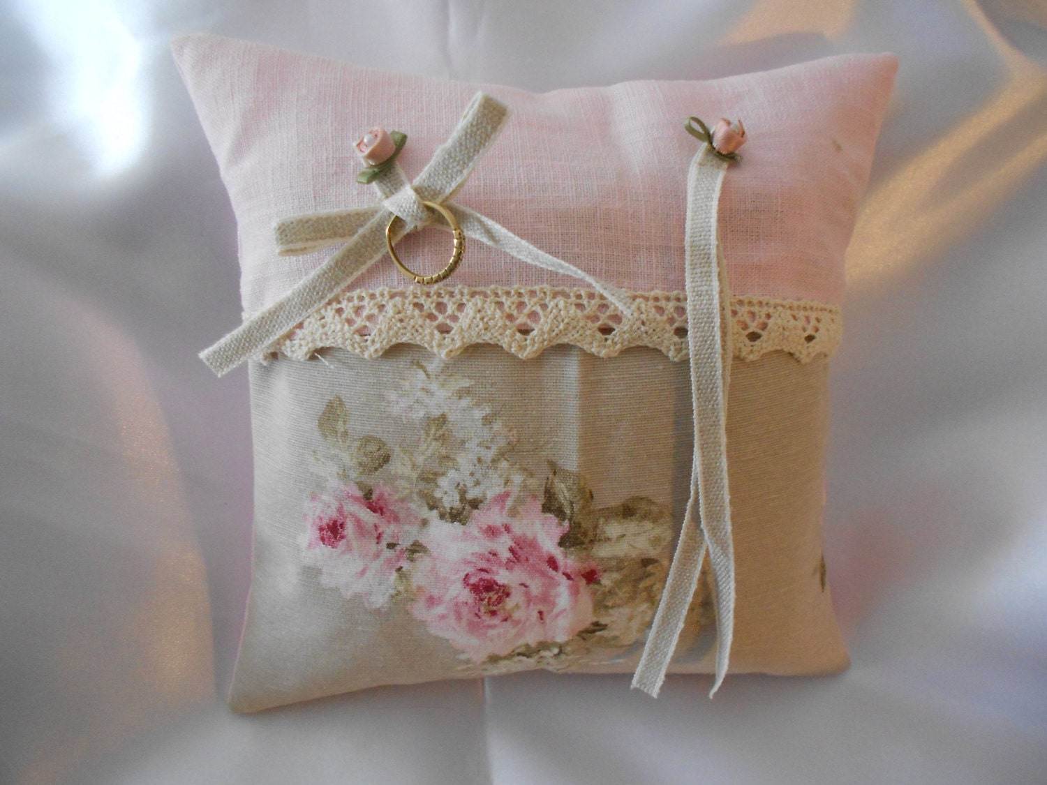 Coussin d 39 alliances esprit shabby chic tons beige rose for Decoration des coussins