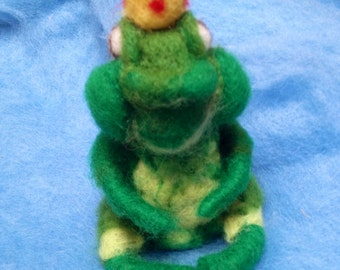 The frog King waldorf carded wool style. To order.
