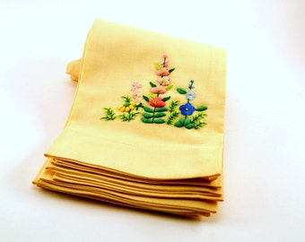 Vintage cotton napkins//pale yellow//floral embroidery (4)