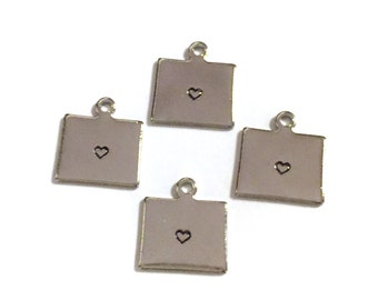 2x Silver Plated Wyoming State Charms w/ Hearts - M070/H-WY