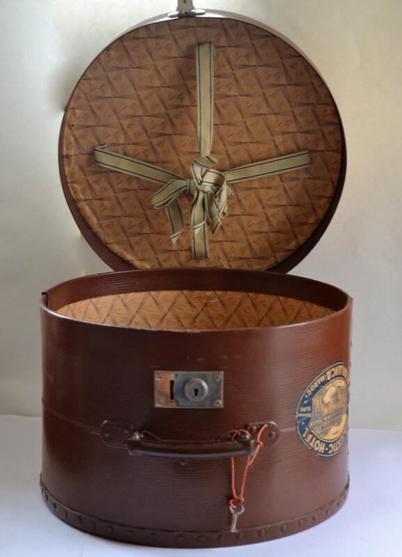 grande boite chapeaux valise mallette vintage fran ais. Black Bedroom Furniture Sets. Home Design Ideas
