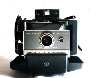 Polaroid Automatic 100 Land Camera