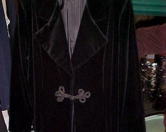 Vintage Black Velvet Eveing Coat/Braided Closure/Wide Lapel/Size L