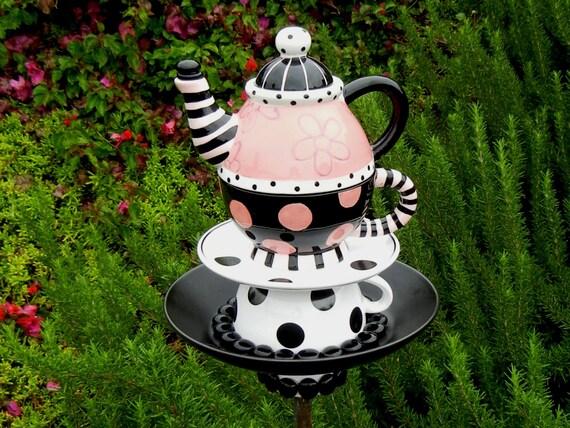 teapot bird feeder alice in wonderland theme repurposed. Black Bedroom Furniture Sets. Home Design Ideas