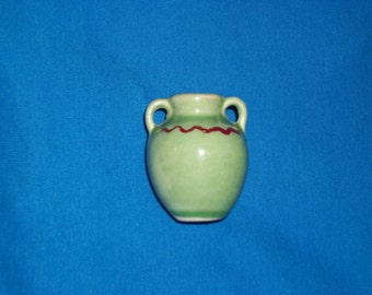 TINY GREEN URN, with Zig Zag & handles
