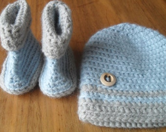 Crochet baby boots and baby hat