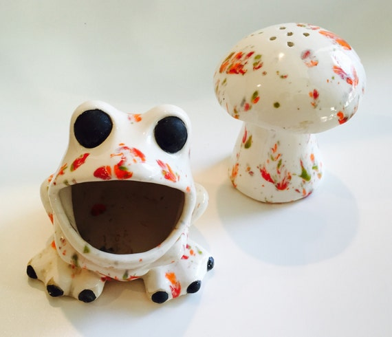 Vintage ceramic frog sponge scrubbie holder by trestangerine - Frog sponge holder kitchen sink ...
