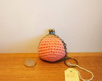 crochet coinpurse/keychain with ballclasp in pink yarn.