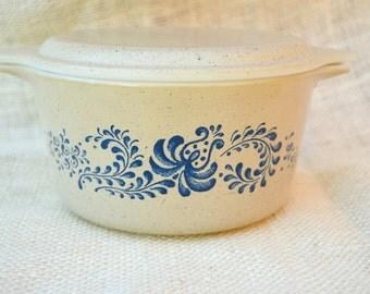 Pyrex Homestead Casserole Dish with lid - 1 Quart
