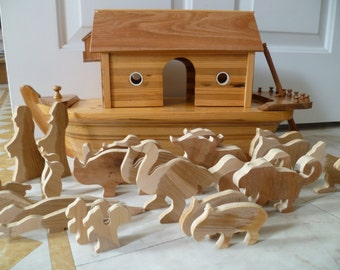 Vintage Handmade Wood Noah's Ark Noah wife & Animals Beautiful Detail
