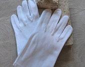 Vintage Size 8 White Gloves Tea Party  Ladies Lunch    Mid Century Retro Classic Wardrobe  Wedding   Women's Accessories